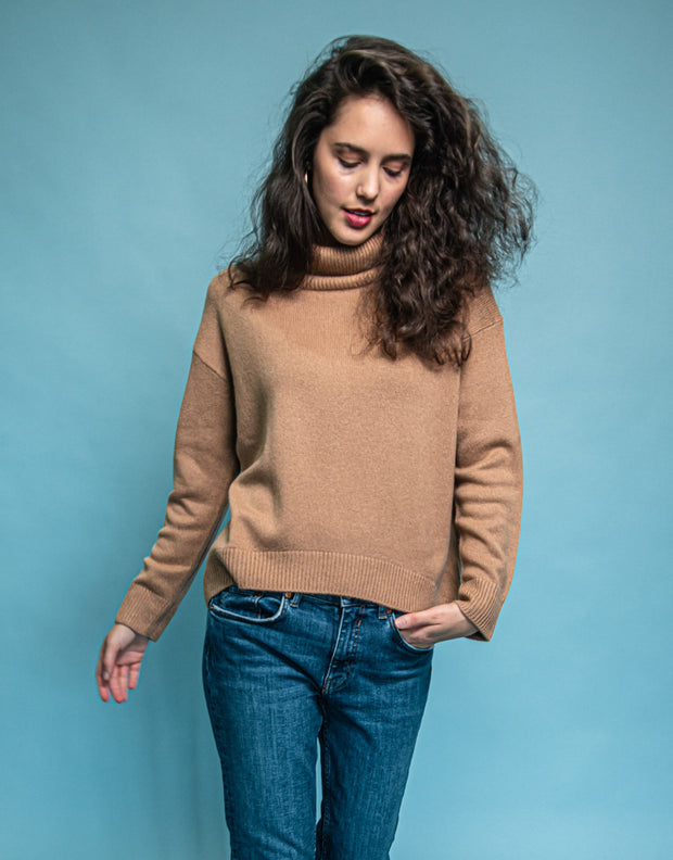 Cashmere Turtleneck Pullover in Camel