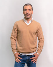 The Classic Cashmere V-Neck Pullover in Beige