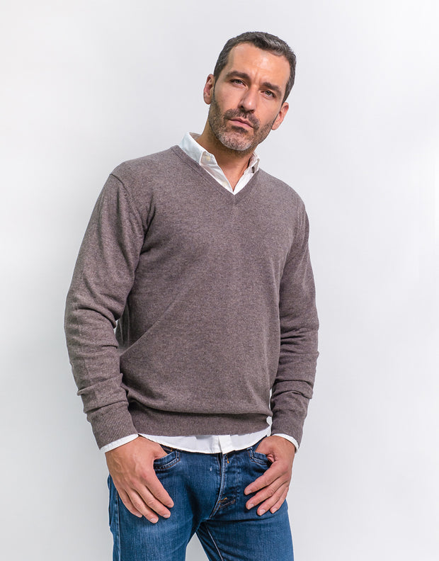The Classic Cashmere V-Neck Pullover in Bison