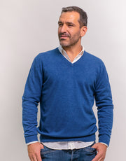 The Classic Cashmere V-Neck Pullover in Nautica