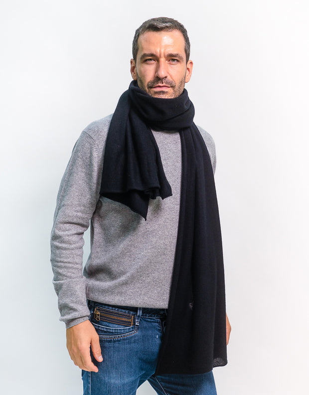 The Soft Cashmere Scarf in Black