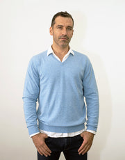 The Classic Cashmere V-Neck Pullover in Beach Blue