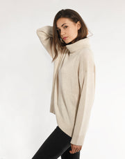 Cashmere Turtleneck Pullover with Curved Hem in Dune