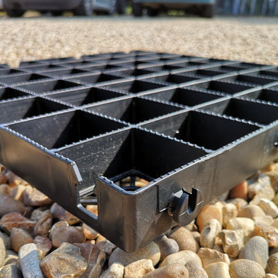 IBRADRIVE gravel grids with ridged cells for anti slip grip