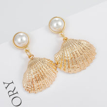 Load image into Gallery viewer, Vintage Pearl Shell Earrings
