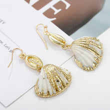Load image into Gallery viewer, Shell Earrings