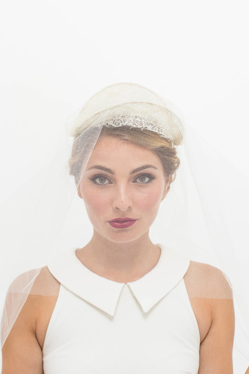 Lace Mantilla in Ivory/Gold