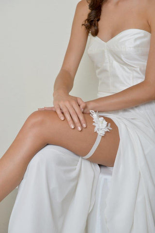 Lace Garter in White with Pearl