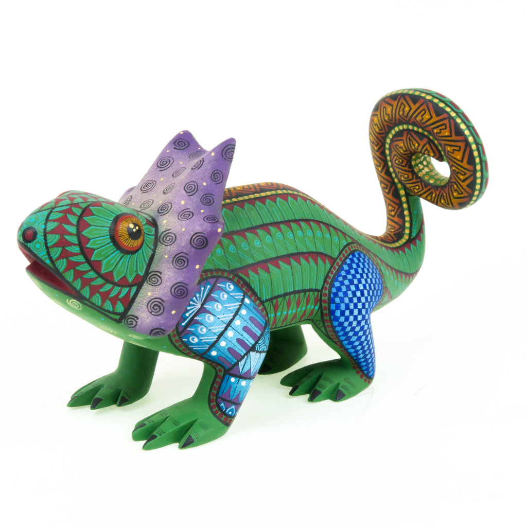 Exquisite Chameleon - Oaxacan Alebrije Wood Carving