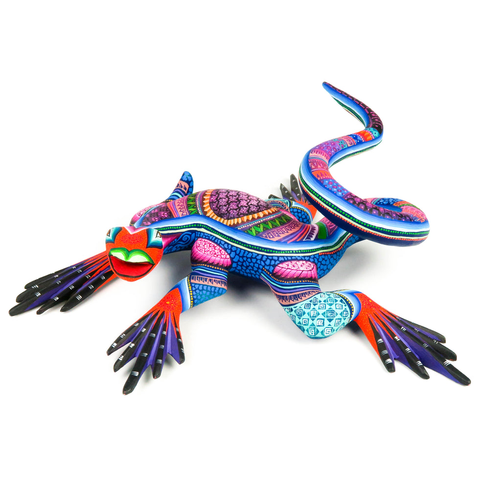 Exceptional Iguana - Oaxacan Alebrije Wood Carving