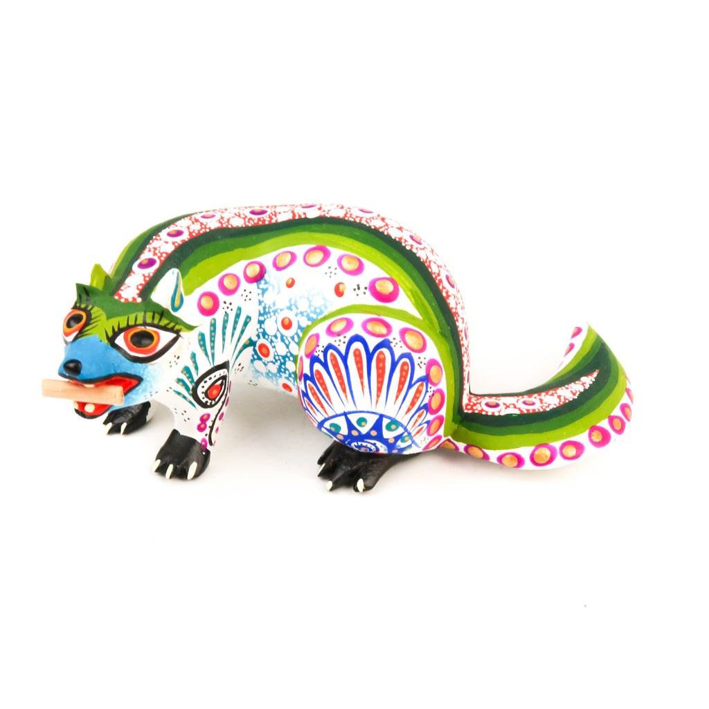 White Beaver - Oaxacan Alebrije Wood Carving Mexican Folk Art Sculpture - VivaMexico.com