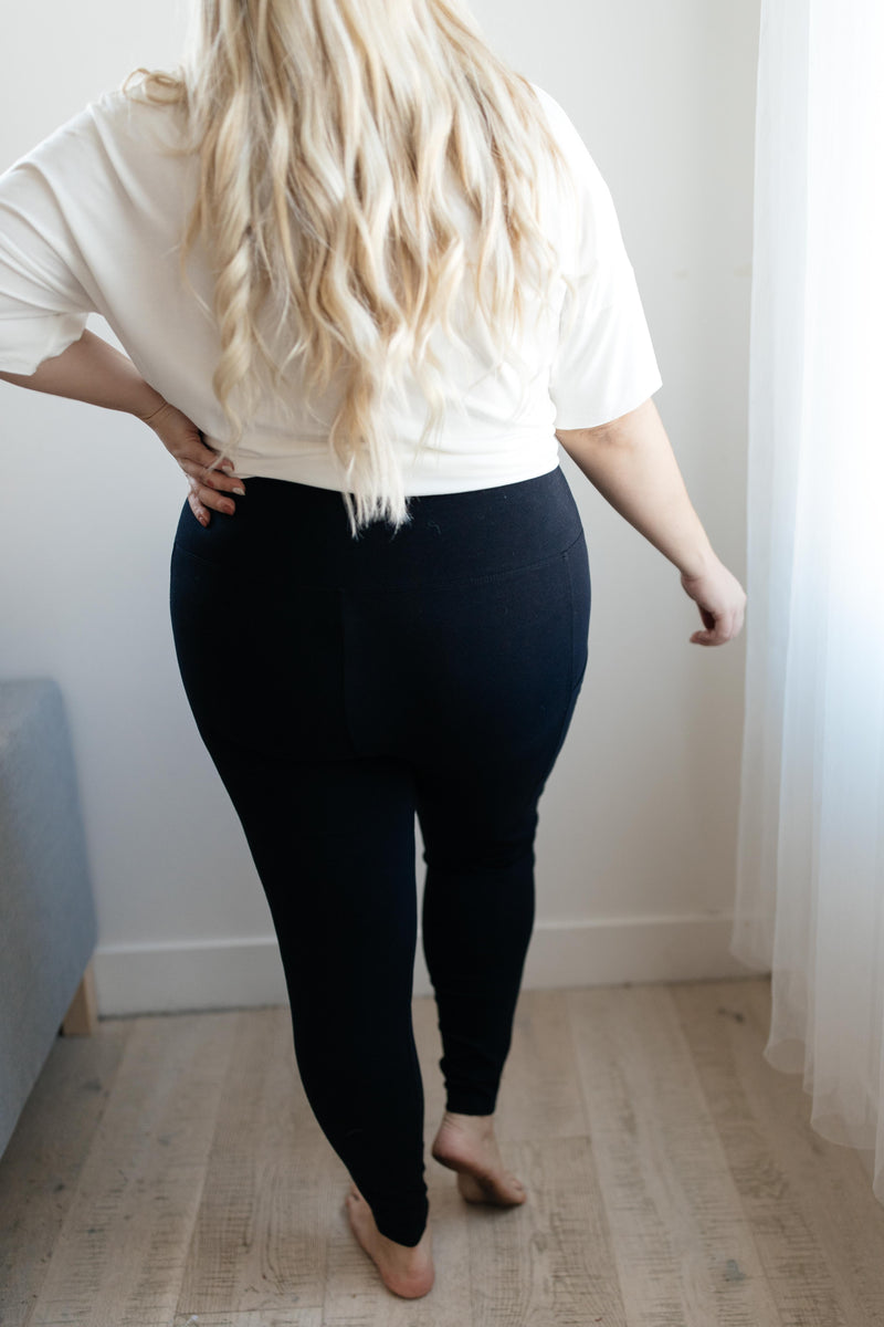 Pockets On The Side Leggings in Black