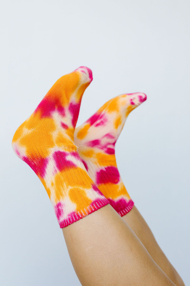 Happy Feet Tie Dye Socks In Fuchsia & Orange