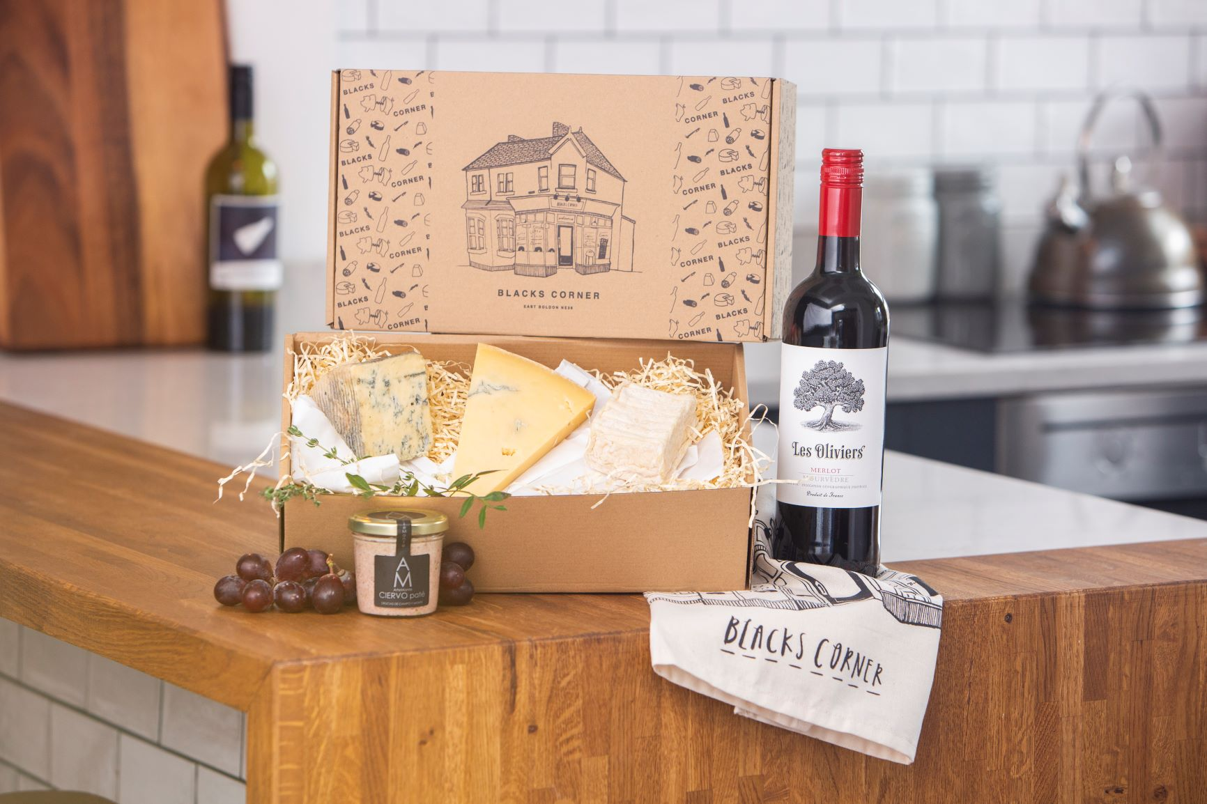 Red Wine Essentials Hamper