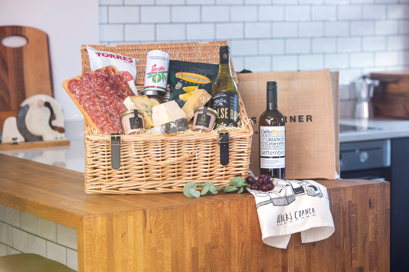 Luxury White Wine Hamper