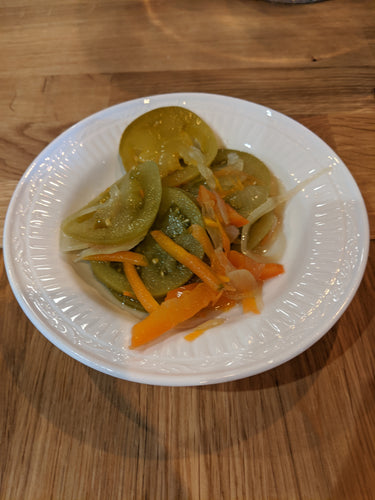 Marinated green tomatoes and sweet pepper salad