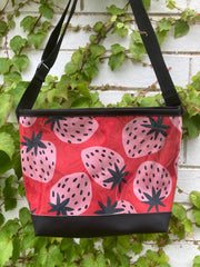 Carmie Bag - Strawberries