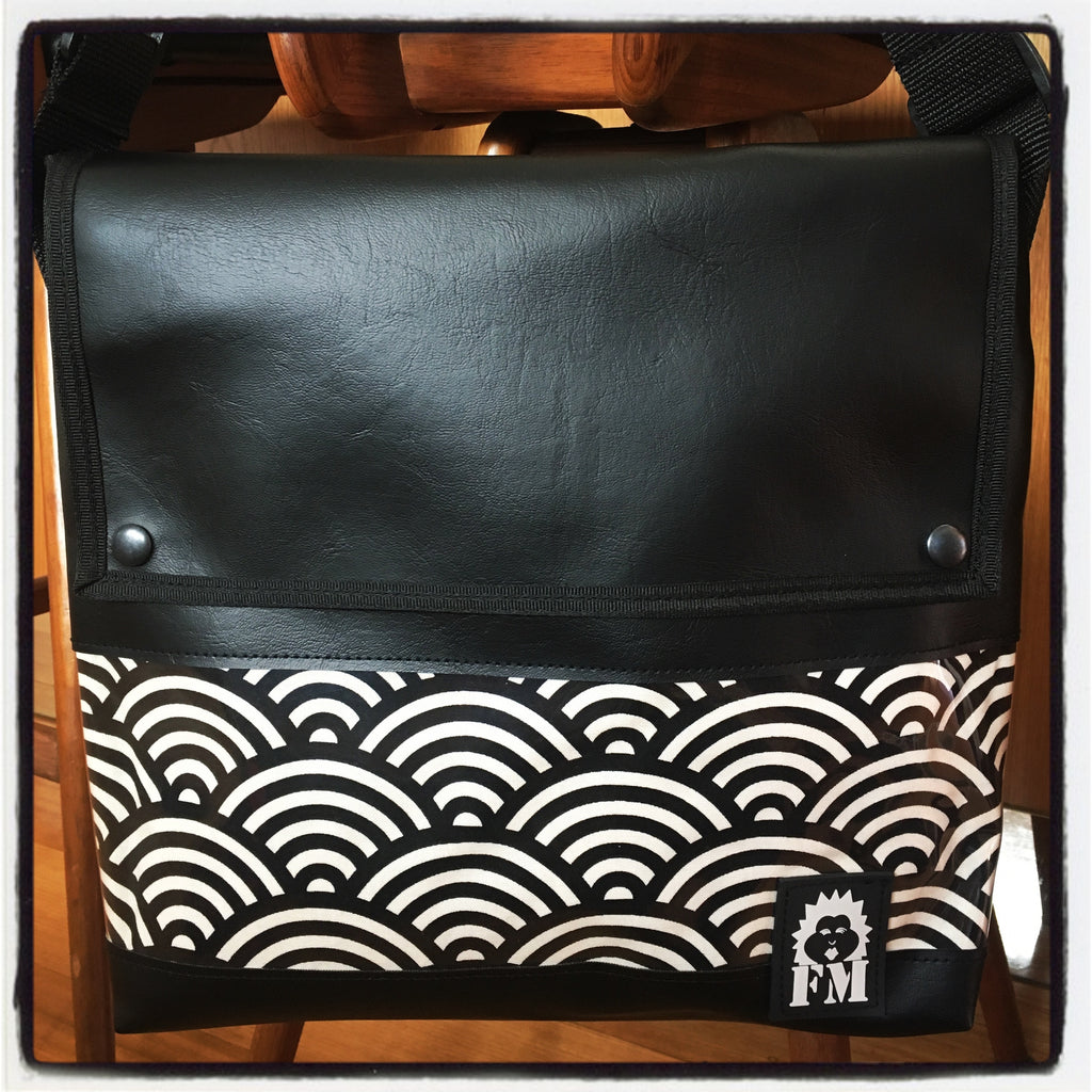 Messenger Bag - Mizu