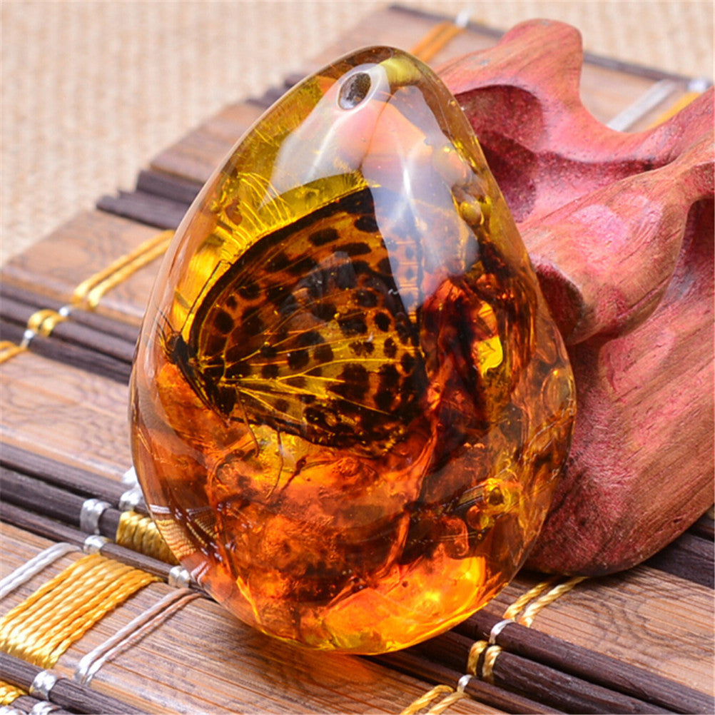 Fashion Beautiful Resin Amber Butterfly Insect Stone Pendant Necklace Gift