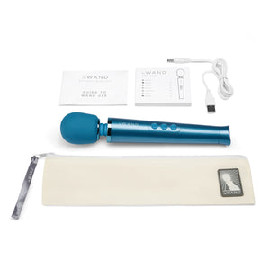 Le-Wand Petite Rechargeable Massager Blue3