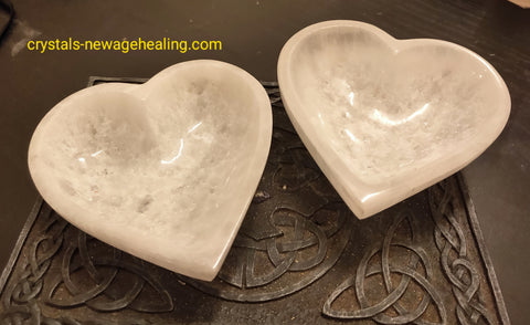 Selenite Crystal Bowl Heart shaped estimated 10x10 cm Depth 3cm