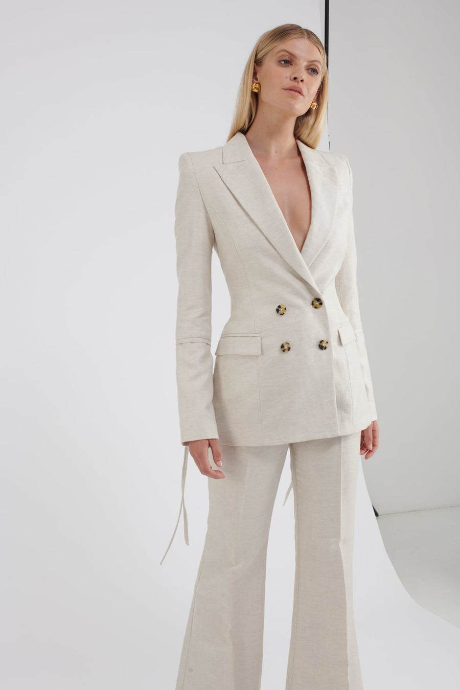 THE BETTINA BLAZER in linen