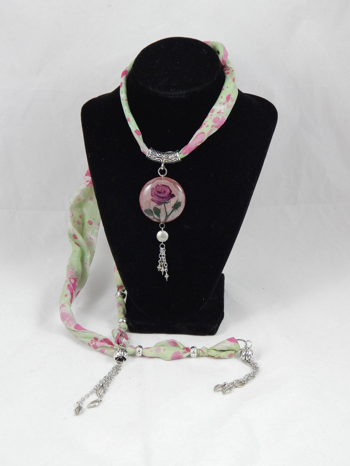 Ebru Silk Necklace Rose Round