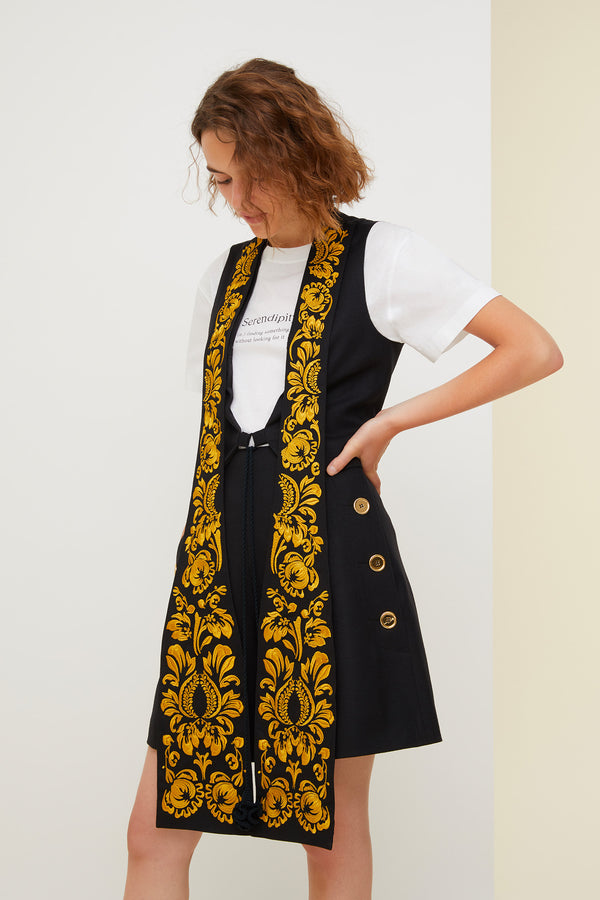 Embroidered lapel velvet gilet