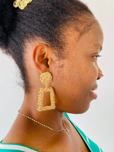 GOLD TEXTURED DROP EARRING