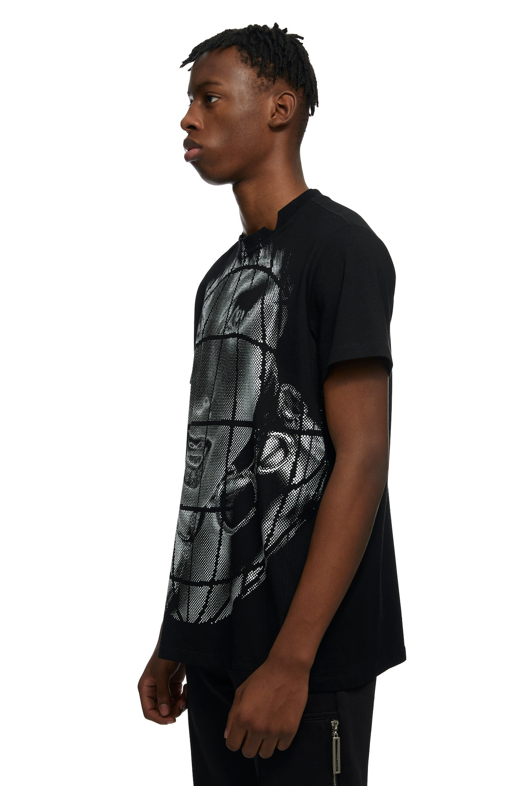 HTOWN, SPENCER BADU, SPENCER BADU MENSWEAR, HTOWN SPENCER BADU, SPENDER BADU FACE TEE, FACE TEE, SPENCER BADU T-SHIRT, SPENCER BADU TEE, FACE T-SHIRT, FACE TEE, COTTON, JOGGERS, TEE WITH WHITE FACE, LONDON DESIGNER, LONDON BOUTIQUE, SPRING SUMMER 2021, SS21, LUXURY DESIGNER, LUXURY FASHION, MEN'S LUXURY T-SHIRT, LUXURY TEE, CUT-OUT DETAIL