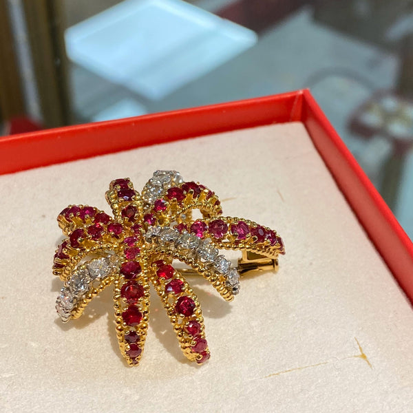 Broche en or 18k avec rubis et diamants