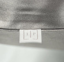 Load image into Gallery viewer, Mulberry silk pillowcase. Antibacterial silk infused with ionic silver for clear skin