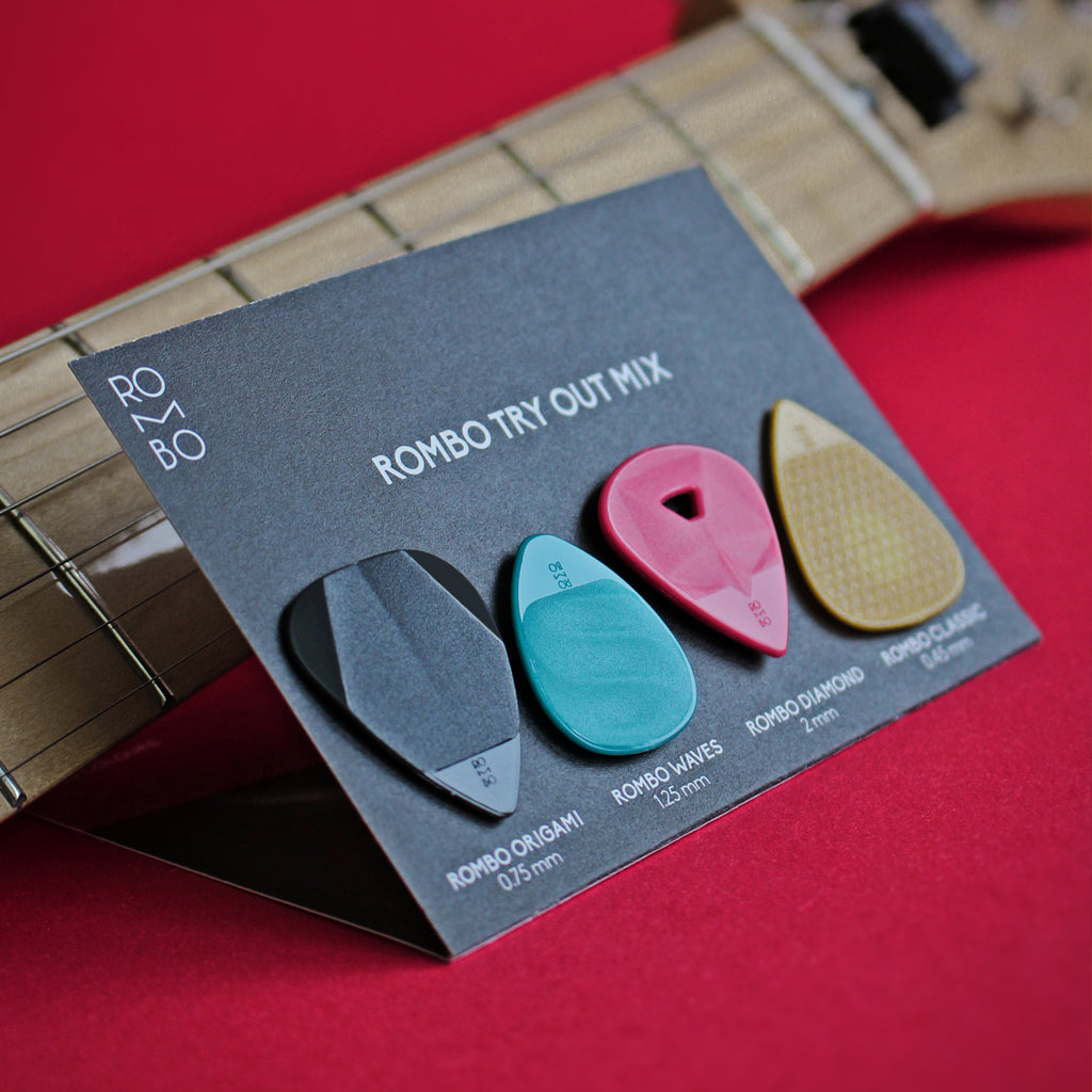 guitar-pick-variety-pack-different-thicknesses