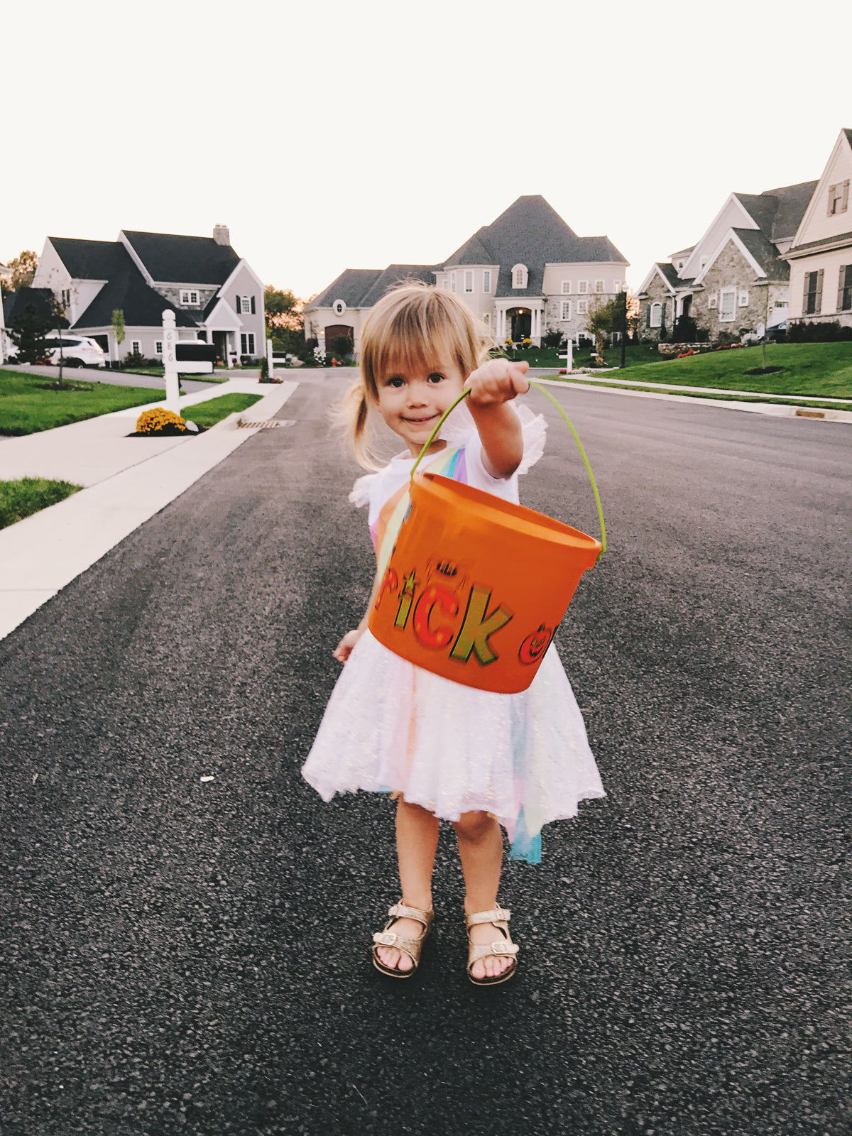 6 Tips To Take Better Photos of Your Kids via walk in love.