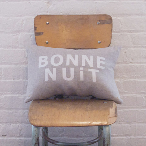 CUSHiON - LETTER - BONNE NUiT SiLVER WHiTE ON COCONUT