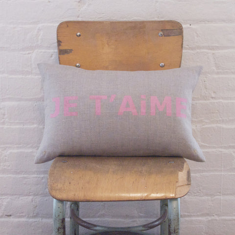 LETTER CUSHiON - JE T'AiME SHiMMER PiNK ON COCONUT