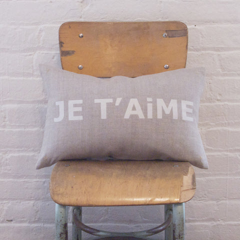 CUSHiON - LETTER - JE T'AiME SiLVER WHiTE ON COCONUT