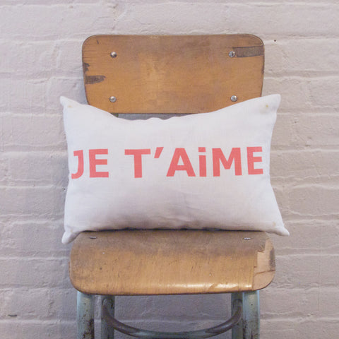 CUSHiON - LETTER - JE T'AiME ORANGE ON MiLKY WHiTE