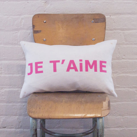 LETTER CUSHiON - JE T'AiME PiNK ON MiLKY WHiTE