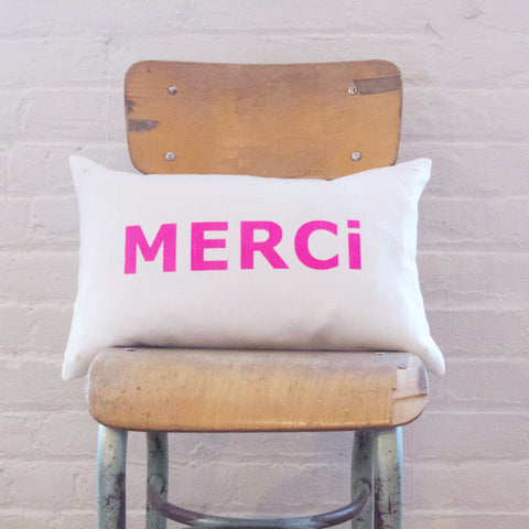 CUSHiON - LETTER - MERCi PiNK ON MiLKY WHiTE