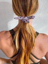Load image into Gallery viewer, lululemon Uplifting Scrunchie *Bow