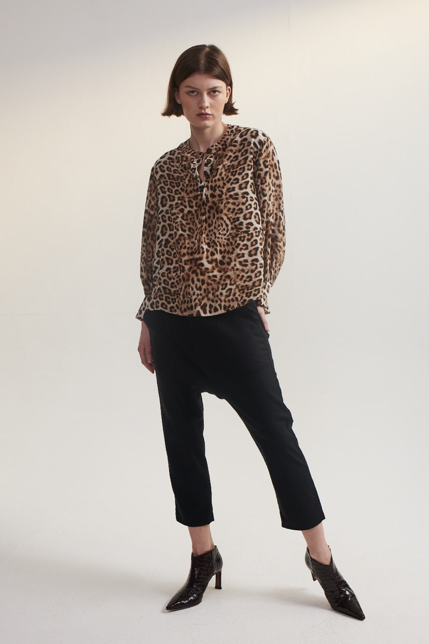Poet Blouse in Silk Leopard