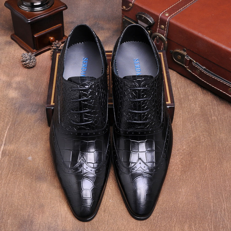Fashion three joint leather crocodile pattern carved pointed leather shoes business dress men's shoe