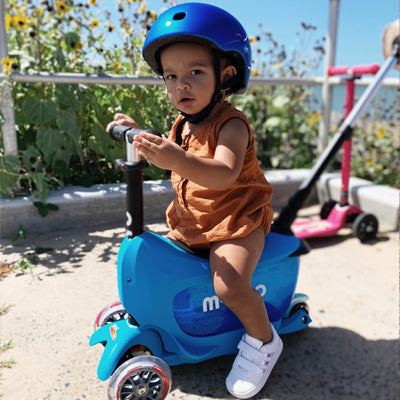 Toddler on his blue Mini2go Deluxe