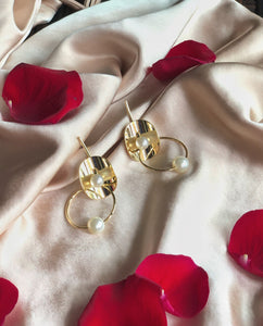 fashion earrings | pearl earrings | golden earrings