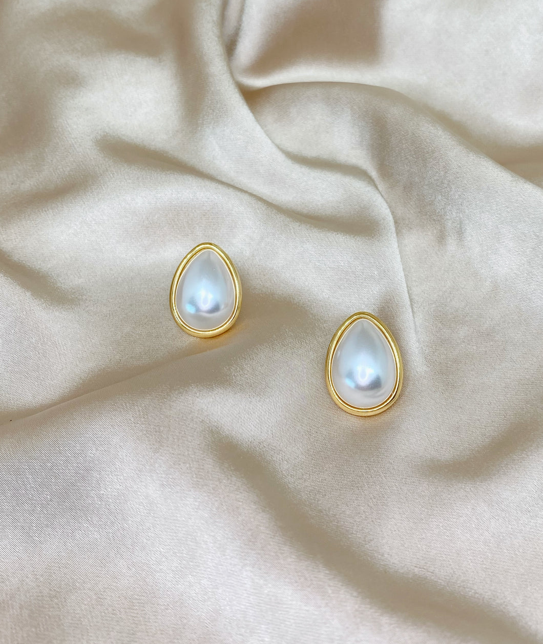 White teardrop pearl earrings