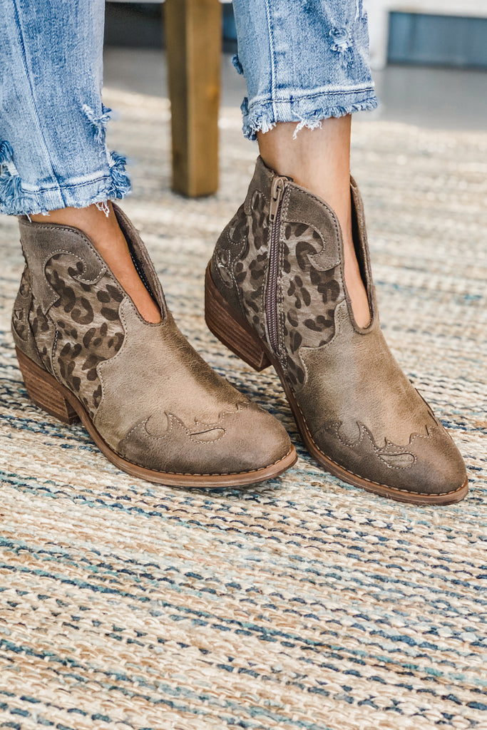 VERY G SHELBY Country Booties (Leopard)