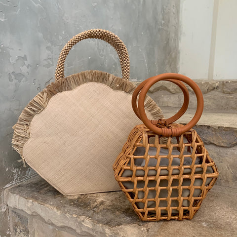 Clam Handbag in Natural
