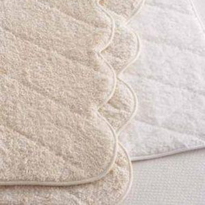 Cairo Scallop Ivory Quilted Tub Mat