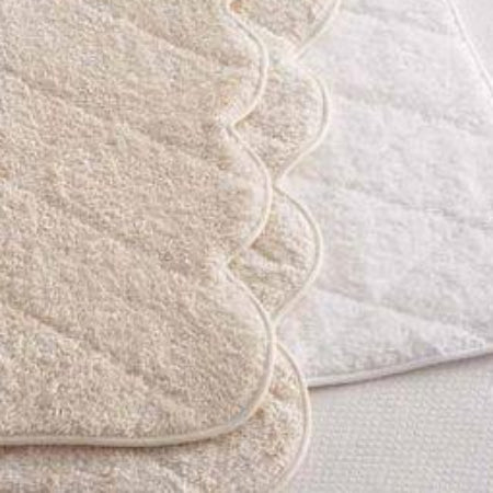 Cairo Scallop  White Quilted Tub Mat